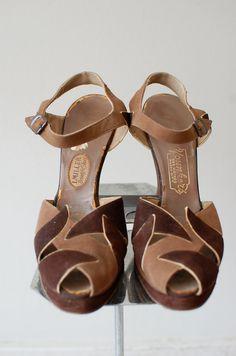 1940s shoes / vintage 40s platform shoes / by DearGolden on Etsy, $215.00