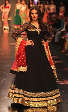 Huma Qureshi on the ramp at IIJW 2013 Day 1. #Bollywood #Fashion