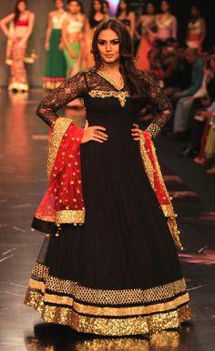 Huma Qureshi on the ramp at IIJW 2013 Day 1. #Bollywood #Fashion