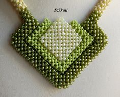 Green Seed Bead Necklace Statement Beadwork Necklace por Szikati