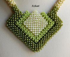 Green Seed Bead Necklace Statement Beadwork Necklace por Szikati