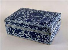 Boîte rectangulaire - Dynastie des Ming (1368 – 1644), Règne de Longqing (1567 – 1572) - .   Copyright © L. Degrâces et C. Pignol / Musée Cernuschi / Roger-Viollet