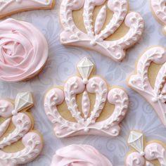 Elegant Pink & White Princess Crown and von thesweetesttiers