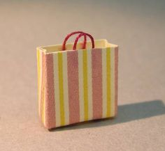 Really good tutorial-DIY project: Anna-Carin's 1:48 scale shopping bag