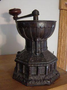 Antieke koffiebonen molen uit 1850