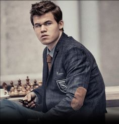 """Carlsen: """"I can play better than I do now"""" World champion Magnus Carlsen brings glamour to world of chess By Martin Sandbu in London Watching Magnus Carlsen stroll between chessboards to defeat one London financier after another, it is not obvious why the world's best chess player is so good at making the game sexy to businesses."""