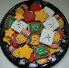 I NEED HELP W THESE. I THINK THERE CUTE BUT I'VE NEVER BEEN GOOD WITH CUT OUT SUGAR COOKIES OR ICING....