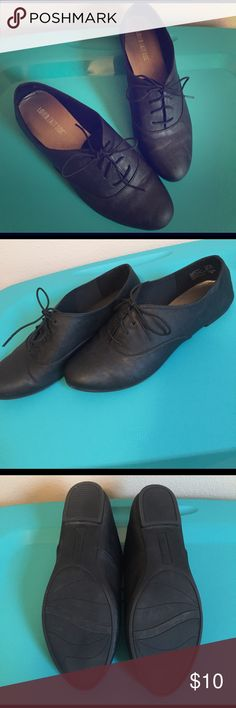 Black Shoes 8.5 black flat shoes. Brand: Lower East Side. Like new! I wore a couple of times, but ultimately decided they weren't my style. Thanks for looking! Shoes Flats & Loafers