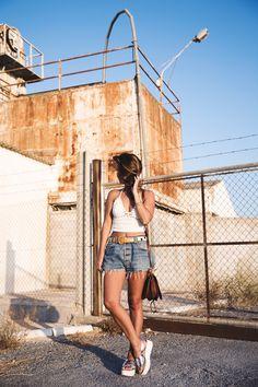 Crochet_top-Levis-Outfit-Summer-Beach-Wedges-Street_Style-9