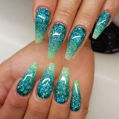 Try some of these designs and give your nails a quick makeover, gallery of unique nail art designs for any season. The best images and creative ideas for your nails. Fancy Nails, Trendy Nails, Cute Nails, My Nails, Nail Art Designs, Ombre Nail Designs, Funky Nail Designs, Acrylic Nail Designs Glitter, Unicorn Nails Designs