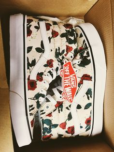 Vans House & Garden zaxby's the house zalad garden Tenis Vans, Vans Sneakers, Sneakers Fashion, Fashion Shoes, Crazy Shoes, Me Too Shoes, Sock Shoes, Shoe Boots, Basket Style