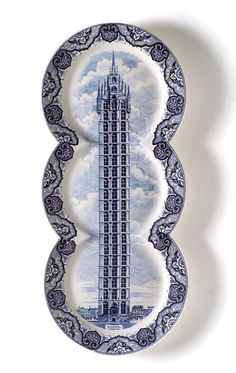 This is the most creative use of Delftware porcelain plates. They would be amazing to use for a small dinner party.