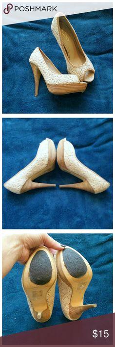 "Aldo cream lace & wood heeled heels In excellent condition. Super cute peep toe  heels. 4.5"" heels with a 1"" platform Aldo Shoes Heels"