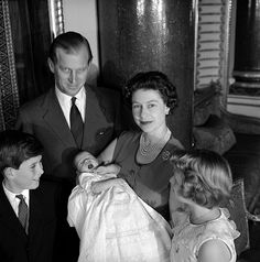 Image of queen elizabeth ii and family, photo cecil beaton. uk, 1960 by V&A Images Prinz Philip, Prinz Charles, Prinz William, Hm The Queen, Royal Queen, Her Majesty The Queen, Young Queen Elizabeth, Elizabeth Philip, English Royal Family