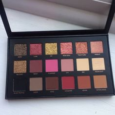 WORTH THE HYPE | HUDA BEAUTY £56 TEXTURED SHADOWS PALETTE ROSE GOLD EDITION REVIEW #makeup #beauty #makeuplover #makeupjunkie #makeupaddict #hudabeauty #hudabeautyrosegoldpalette #bbloggers #beautyblogger #beautyblog #review #swatches #glitter #autumn #fall #cultbeauty #sephora #flatlay #eyeshadow #texturedshadows #rosegold #eyeshadowpalette