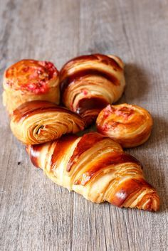 Butter croissants and pains au chocolat (Recipe crisp Ultra) Croissants, Breakfast Casserole, Breakfast Recipes, Dessert Recipes, Bread And Pastries, Good Morning Breakfast, Brioche Bread, Cooking Chef, Turkish Recipes