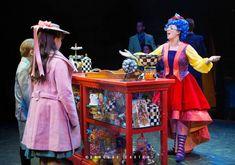 Anson Bagley as Michael Banks, Abigail Edwards as Jane Banks, and Ashley Stonebraker as Mrs. Mary Poppins Theatre, Mary Poppins 2018, Mary Poppins Broadway, Mary Poppins Musical, Broadway Costumes, Theatre Costumes, Musical Theatre, Diy Mary Poppins Costume