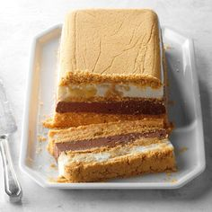 Some would argue that peanut butter and chocolate are the finest duo to ever grace a dessert, and it's hard to disagree! That salty, nutty, rich and sweet combination lends itself beautifully to … Frozen Desserts, Summer Desserts, Frozen Treats, No Bake Desserts, Dessert Recipes, Potluck Recipes, Fall Recipes, Chunky Peanut Butter, Chocolate Peanut Butter