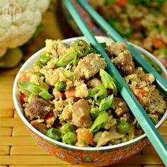 Arroz de couve-flor frito @ allrecipes.com.br - O típico arroz chinês feito com couve-flor ralada ao invés do arroz para uma versão com menos carboidrato.