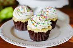 When it comes to cupcakes, these tender vanilla cupcakes with fluffy vanilla frosting will be your new best friend! Cupcake Frosting Recipes, Cupcake Icing, Vanilla Frosting, Vanilla Cupcakes, Yummy Cupcakes, Yummy Treats, Delicious Desserts, Sweet Treats, Sweets Recipes