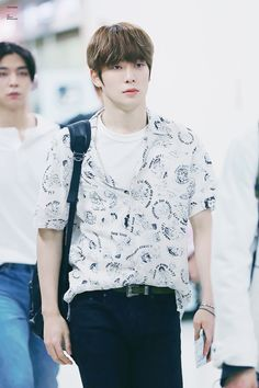 FY! JAEHYUN — 170825 Airport | © chocolate Jaehyun Nct, K Pop, Nct Dream Chenle, Casual Outfits, Men Casual, Mark Nct, Jung Jaehyun, Airport Style, Taeyong