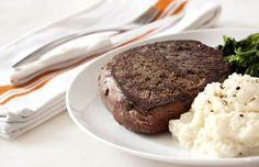 Cauliflower puree is a low-carb stand-in for mashed potatoes in this hearty dinner recipe featuring lean steak with plenty of protein and very little fat. Spinach And Potato Recipes, Cabbage Recipes, Beef Recipes For Dinner, Clean Eating Recipes, Cooking Recipes, 30 Min Meals, Quick Meals, Healthy Meats, Healthy Recipes