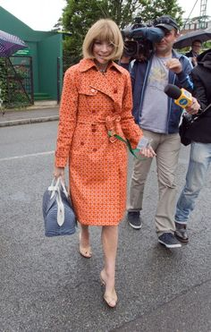 Anna Wintour at Wimbledon in the most amazing coat of all time (With images) Milan Fashion Weeks, New York Fashion, London Fashion, Style Fashion, Classy Outfits, Chic Outfits, Stockholm Street Style, Paris Street, Anna Wintour Style