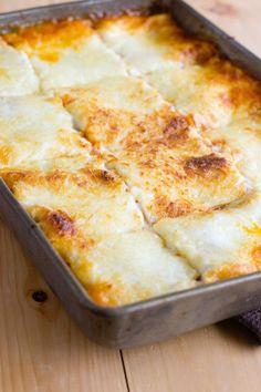 Learn how to make the best lasagna and get lots of lasagna tips along the way. Just like the kidney bean versus no-kidney-bean debate surrounding chili, people are divided on what should be in lasagn Unique Recipes, Easy Healthy Recipes, Great Recipes, Dinner Recipes, Dinner Ideas, Pasta Recipes, Baked Pasta Dishes, Meat Lasagna, Tummy Yummy