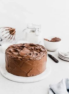 Easy Double Chocolate Layer Cake | Browned Butter Blondie | A decadently delicious easy double chocolate layer cake topped with swoops of luscious chocolate buttercream. The perfect everyday layer cake for every occasion! Easy Desserts, Dessert Recipes, Health Desserts, Sheet Cake Recipes, Fondant Recipes, Fondant Tips, Desserts With Chocolate Chips, Fun Baking Recipes, Meal Recipes