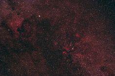 Emisné hmloviny v súhvezdí Labute