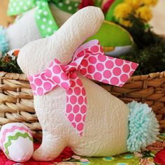 Cute (and very easy) Easter Bunny Softie Pattern Easter Projects, Easy Sewing Projects, Sewing Projects For Beginners, Easter Crafts, Craft Projects, Easter Decor, Easter Ideas, Craft Ideas, Hoppy Easter