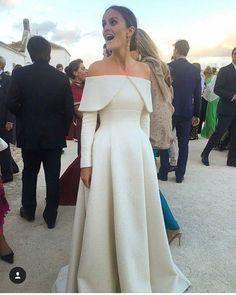 Me parece sencillamente espectacular este vestido #wedding #bride #bridal #blog #wedd #novia #boda #bodas #spain #noviasconestilo #style #deco #country #vintage #weddingdress #bridaldress #winter #2016 #may #fashion #bridal #vestidonovia #vestidodenovia #invitada #bridesmaid #vestidosdenovia #weddingplanner #bodas2016 #ramodenovia