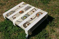Table basse en palette et mosaïque. Très beau!