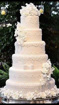 Best Picture For small traditional wedding cakes For Your Taste You are looking for something, and it is going to tell you exactly what you are looking for, and you didn't find that picture. Big Wedding Cakes, Wedding Cake Prices, Floral Wedding Cakes, Wedding Cake Rustic, Elegant Wedding Cakes, Beautiful Wedding Cakes, Wedding Cake Designs, Beautiful Cakes, Floral Cake
