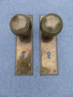 Antique-Rope-Brass-Door-Knob-Pair-With-Matching-Back-Plates-Old-Harwdare-VTG