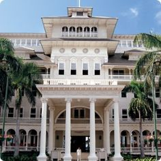 The grand dame of Waikiki - The Moana Surfrider, where we spent 7 glorious days and plan to return once again....