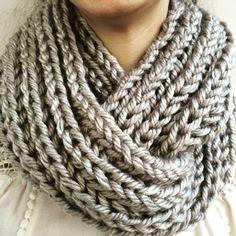 knitting patterns to buy jacquard knitting patterns knitting pattern for easy hat Crochet Scarves, Crochet Shawl, Crochet Clothes, Crochet Diy, Knitting Patterns, Crochet Patterns, Knit Cowl, Crochet Fashion, Loom Knitting