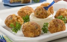 Appetizers > Cheesy Crab Poppers When you're craving cheesy-fried goodness of a popper, but want something a little different from the average jalapeno popper. Finger Food Appetizers, Appetizers For Party, Appetizer Recipes, Seafood Dishes, Fish And Seafood, Seafood Meals, Antipasto, Tapas, Gourmet