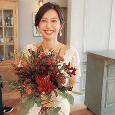 wedding decoration designerさんはInstagramを利用しています:「【autumn Bouquet】 この時期ボルドーブーケはとっても可愛い♡ 深みのある赤なので大人っぽく上品な風合いになりました( ¨̮ )」