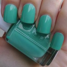 Turquoise & Caicos-cute summer pedicure color