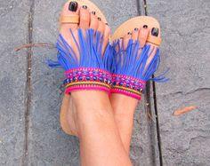 """Sandalias de griego hecho a mano, estilo Boho con tela étnica, franja y azul piedra strass """"ISABELA"""""""