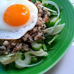 "Spicy fried OKARA with quinoa & marine-plants""Me-Hijiki"" on salad with fried egg/キヌアと芽ひじき入り、スパイシーなおから炒めを、目玉焼きと一緒にサラダにのせて"