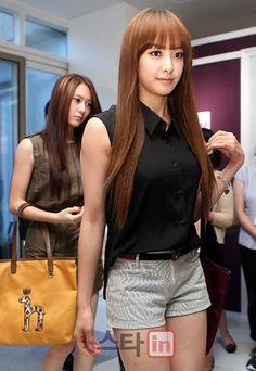 f(x) Krystal Victoria Brown Long Straight Bangs