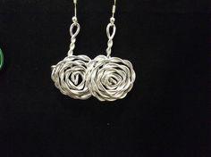 pendientes rosas plateadas Crochet Necklace, Silver, Jewelry, Fashion, Ear Jewelry, Roses, Moda, Crochet Collar, Jewels