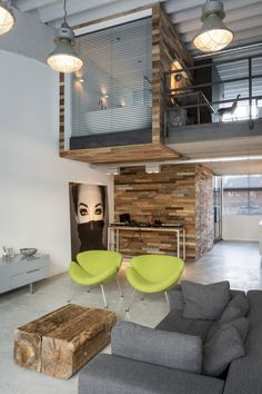 The loft Valkenswaard is located in an old factory hall. The clients& wish was to create a rough and industrial & The post Loft Valkenswaard appeared first on HOOG.design - Exclusive living inspiration in the United Kingdom. Mini Loft, Bohemian Living Rooms, New Living Room, Plans Loft, Narrow House Plans, Urban Loft, Interior Decorating, Interior Design, Interior Architecture