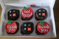 Thank you teacher cupcakes Teacher Cupcakes, School Cupcakes, School Cake, Thank You Cupcakes, Thank You Cake, Cakepops, Teachers Day Cake, Graduation Cupcakes, Chocolate Chip Recipes