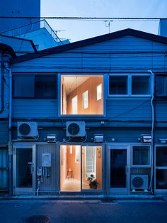 'cut in koganechou' art gallery by persimmon hills architects
