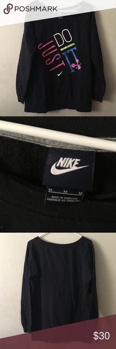 Nike sweatshirt women's comfortable sweatshirt gently used, good condition Nike Tops Sweatshirts & Hoodies