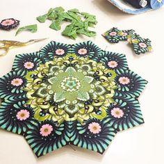 "The second rosette in progress with the ""slow and steady"" fabric. Now just in green... Die zweite Rosette mit dem ""Slow and Steady"" Stoff wächst. Diesmal einfach in grün... #schnigschnagspassacagliaquilt #lapassacaglia #lapassacagliaquilt #millefiori #epp #englishpaperpiecing #paperpiecing #fussycut #tulapink #tulapinkfabrics #patchwork #handsewn #handmade #handmadewithlove #handgenäht #nähen #nähenmachtglücklich #nähenmachtsüchtig #nähenisttoll #nähenmachtspass #quilt #quiltblock…"