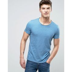 United Colors of Benetton T-Shirt With Raw Hem Neck (42 BRL) ❤ liked on Polyvore featuring men's fashion, men's clothing, men's shirts, men's t-shirts, blue, mens crew neck t shirts, mens tall t shirts, j crew mens shirts, mens tall shirts and mens navy blue t shirt
